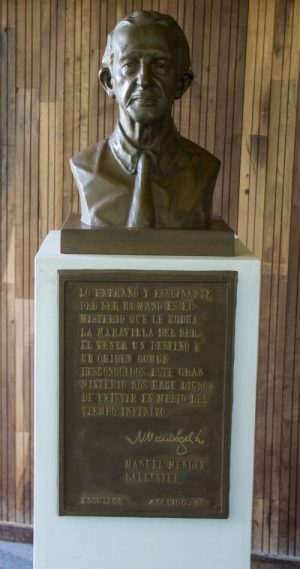 Busto de Don Manuel Méndez Ballester
